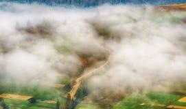 Рассвет осени красивый рассвет в прикарпатских горах Стоковое Изображение RF