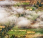 Рассвет осени красивый рассвет в прикарпатских горах Стоковые Фото