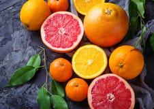 Рассеченные свежие фрукты Апельсин, грейпфрут и tangerines Стоковая Фотография
