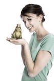 Рассказ короля лягушки: Женщина изолированная детенышами Концепция для определяет, w Стоковые Изображения RF
