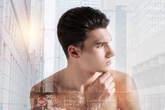 Расслабленный подросток смотря отсутствующий и касаясь его подбородку Стоковая Фотография RF