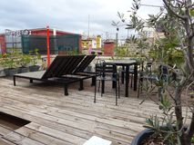 Расслабляющий сад крыши в Испании стоковые фото
