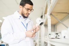 Рассматривая качество датчика давления Стоковые Фотографии RF