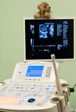 рассматривая obstetrician Стоковые Изображения RF
