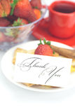 Расстегай, карточка с словами благодарит вас и клубники Стоковое фото RF