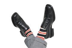 Расслабленный бизнесмен пересекая его ноги Стоковое Изображение