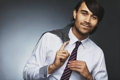 Расслабленный молодой мужской руководитель бизнеса стоковая фотография rf