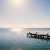 Расслабляющая девушка на пристани Стоковые Изображения RF