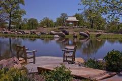 Расслабляющее место с стульями на a lakeshore Стоковое Фото