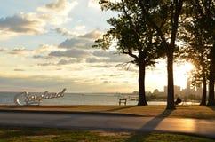 Расслабляющий взгляд утра горизонта и Lake Erie Кливленда стоковые фотографии rf