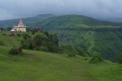 Растительность виска и горы Стоковое фото RF