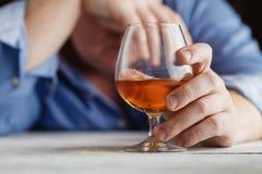 Расточительствованный на адвокатском сословии после ночи выпивать стоковое изображение