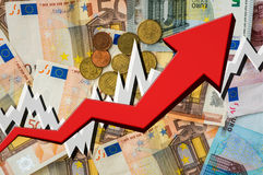 Растущая стрелка с предпосылкой денег евро Стоковая Фотография RF