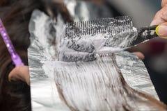 Расцветка волос в салоне Стоковая Фотография