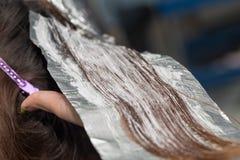 Расцветка волос в салоне Стоковое фото RF