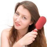 расчесывает волос девушки Стоковые Фотографии RF