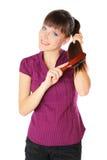 расчесывающ волос девушки ее детеныши Стоковые Изображения
