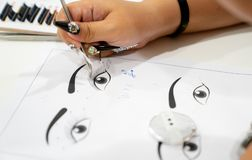 Расширение селективного фокуса практикуя и тренируя ресницы на пюре стоковые изображения rf