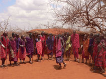 ратники masai танцы Стоковое фото RF