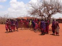 ратники masai танцы Стоковая Фотография RF