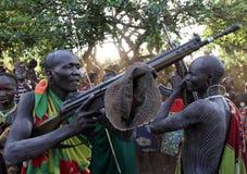 Ратники Suri в южном Omo, Эфиопии Стоковые Фотографии RF