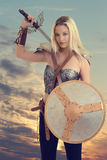 Ратник женщины получая готовый воевать Стоковые Изображения