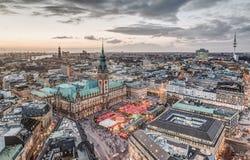 Ратуша Гамбурга с рождественской ярмаркой Стоковое Фото