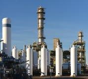 Рафинадный завод для продукции топлива - архитектура и здания Стоковая Фотография