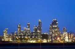 рафинадный завод ночи Стоковое фото RF