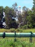 рафинадный завод трубопровода сырой нефти brunei стоковая фотография rf