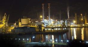 рафинадный завод petrochemical ночи Стоковое Изображение