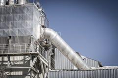 Рафинадный завод загрязнения, трубопроводы и башни, overvie тяжелой индустрии Стоковое Изображение