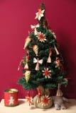 Рафия украсила малую рождественскую елку Стоковые Изображения RF