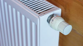 Радиатор топления поворачивает дальше и поворачивает  сток-видео