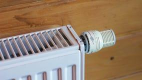 Радиатор топления поворачивает время от времени акции видеоматериалы