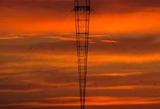 Радиовышка с предпосылкой неба Стоковые Изображения RF