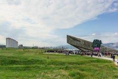 Ралли накануне годовщины победы в войне на территории мемориала Стоковые Фото