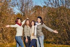 Радостные девушки на прогулке Стоковые Изображения