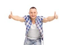 Радостный парень при ориентация, давая большие пальцы руки вверх Стоковое Изображение RF