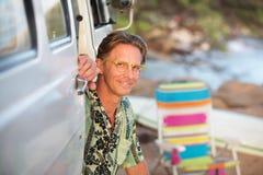 Радостный человек на пляже Стоковые Фото