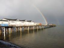 Радуга в конце пристани Teignmouth. стоковые фотографии rf