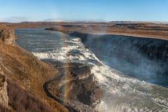 Радуга и Gullfoss падают в Исландию Одно из самых известных падений в Исландию Стоковая Фотография