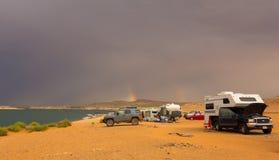 Радуга как увидено от кемпинга в пустыне Стоковые Изображения