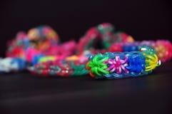 Радуга красит браслеты тени круглых резинк Стоковая Фотография