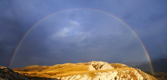 Радуга над горами Крым. Стоковые Фотографии RF