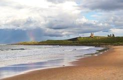 Радуга на замке Dunstanburgh Стоковое Изображение RF