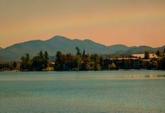 Радуга над озером спокойный Стоковые Фото