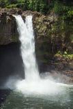 Радуга падает спешка в большой бассейн Стоковые Изображения