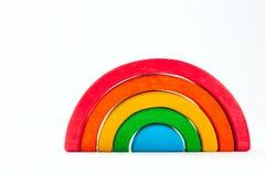 Радуга, пестротканая деревянная игрушка eco Изолировано на белизне Стоковые Изображения RF