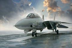 Реактивный истребитель Tomcat F-14 на палубе несущей Стоковая Фотография